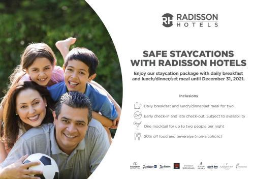 Familia alojada en Radisson Blu Plaza Hotel Mysore