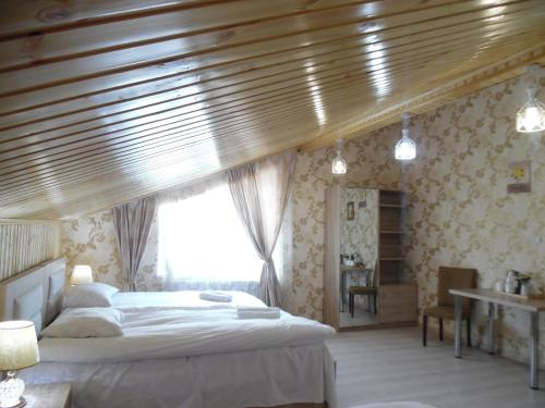 A bed or beds in a room at Guest House Tamta