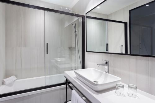 A bathroom at Eurostars Guadalquivir