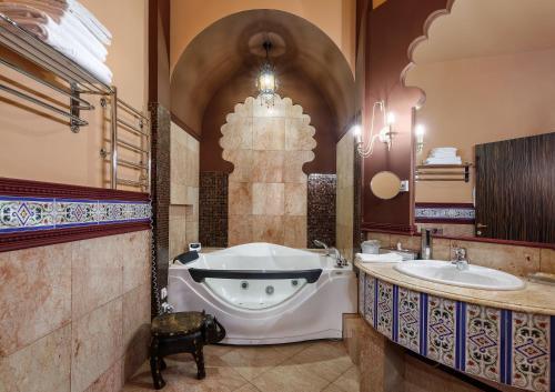 A bathroom at ЯР Hotel&SPA