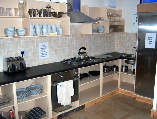 A kitchen or kitchenette at Valley Lodge Farm Hostel