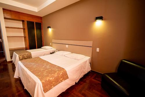 A bed or beds in a room at Serrano Residencial Hotel