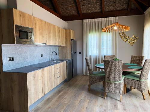 Una cocina o zona de cocina en La Marina Resort