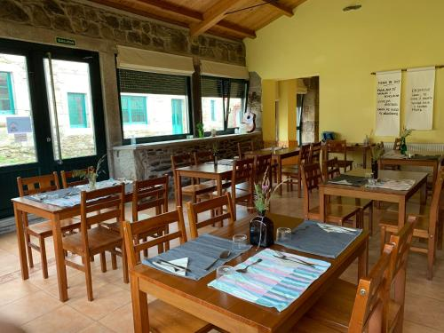 A restaurant or other place to eat at Casa Bolboreta