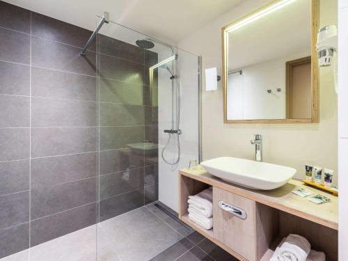 A bathroom at Hotel Mercure Blankenberge Station
