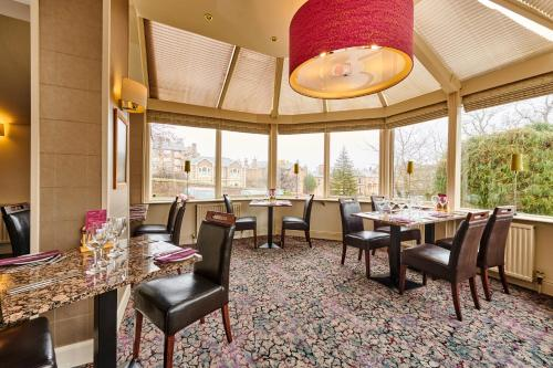 A restaurant or other place to eat at The Parklands Hotel