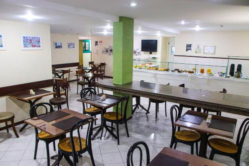 A restaurant or other place to eat at Hotel Acalanto
