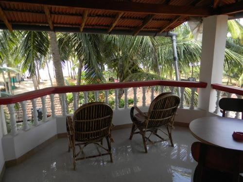 A balcony or terrace at Maria Paulo Guest House Bar and Restaurant