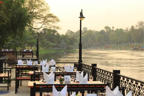 A restaurant or other place to eat at Royal River Kwai Resort and Spa