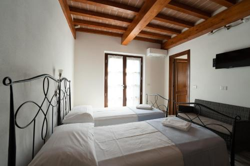 A bed or beds in a room at Hotel Delfino