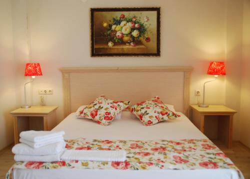 A bed or beds in a room at Melaike Hotel