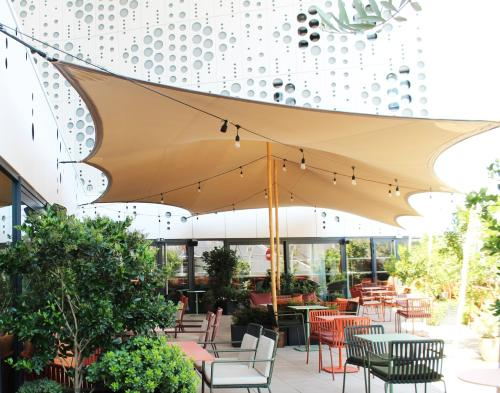 A restaurant or other place to eat at Hotel Golden Tulip Montpellier Centre St Roch
