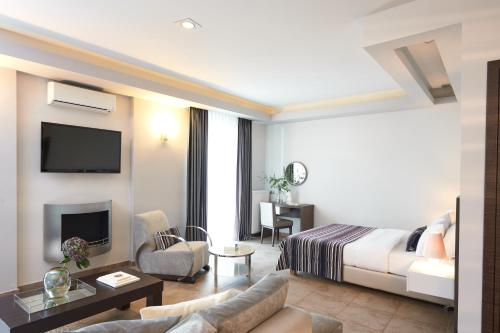 A television and/or entertainment centre at Maison Hotel