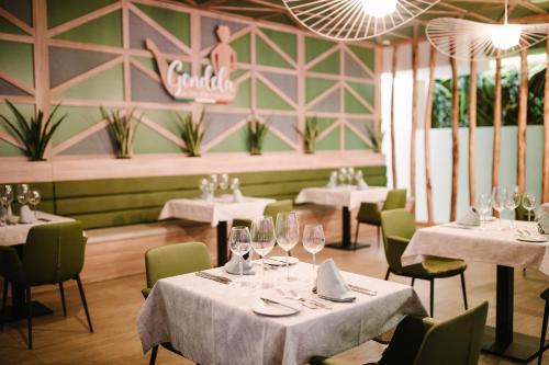 Een restaurant of ander eetgelegenheid bij Club Maspalomas Suites & Spa - Adults Only