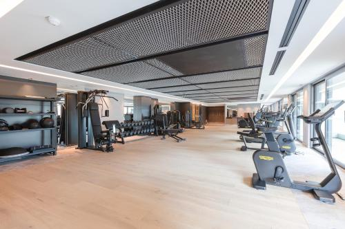 The fitness center and/or fitness facilities at Rivage Hôtel & Spa Annecy