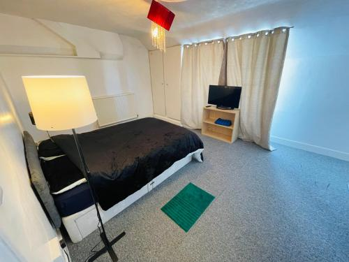 A bed or beds in a room at Budget cheap Home stay