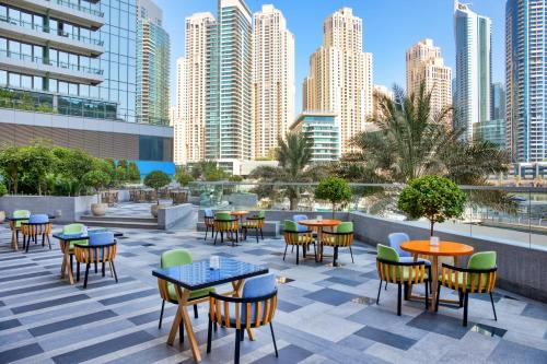 مطعم أو مكان آخر لتناول الطعام في Crowne Plaza Dubai Marina, an IHG Hotel