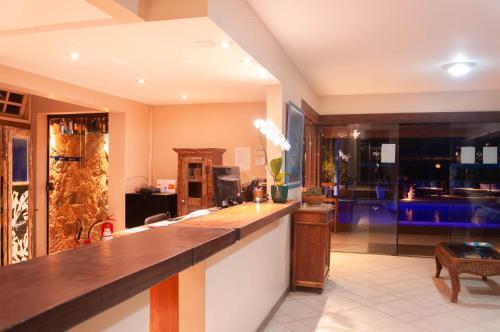 The lobby or reception area at Aguazul Pousada Buzios
