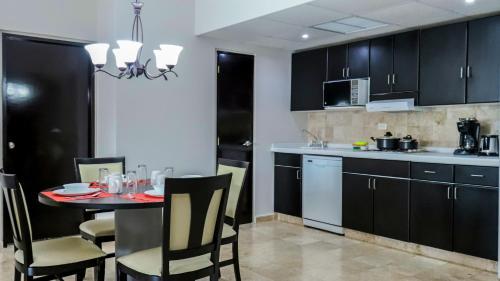 A kitchen or kitchenette at Hotel Casa Maya