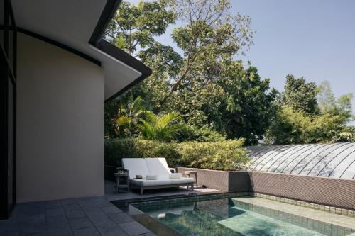 Der Swimmingpool an oder in der Nähe von Capella Singapore (SG Clean)