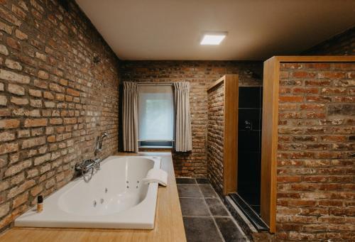 A bathroom at Hotel Le Val-Fayt