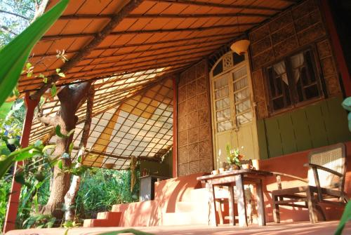 A restaurant or other place to eat at Khaama Kethna Eco Sustainable Village