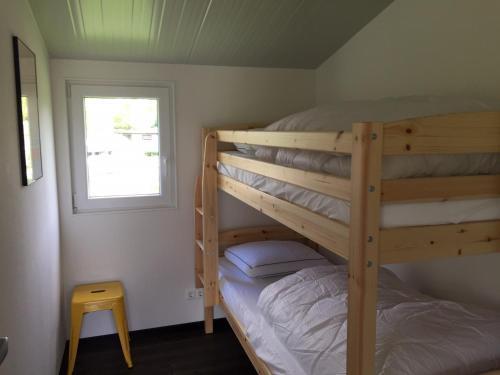 A bunk bed or bunk beds in a room at De Lente van Drenthe