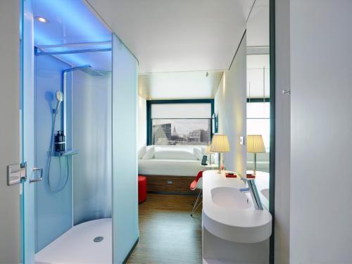 A bathroom at citizenM London Shoreditch