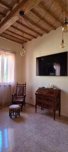 A television and/or entertainment center at Il Nido del Cuculo