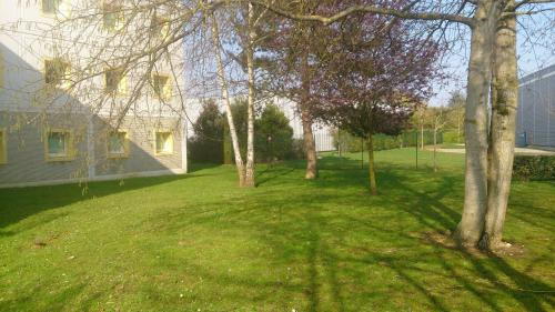 A garden outside ibis budget Versailles - Trappes