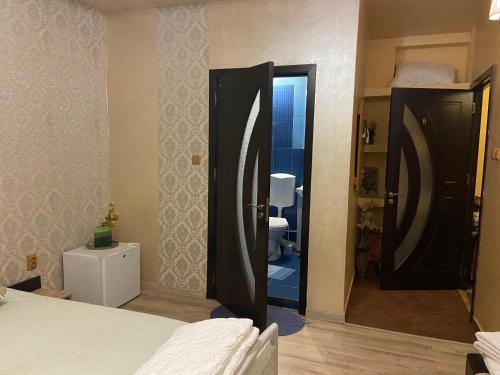 Un pat sau paturi într-o cameră la Pensiunea exotic