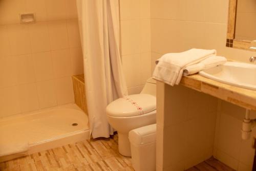 Un baño de Hotel Boutique La Posada