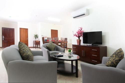 A seating area at Midtown Residence Simatupang Jakarta
