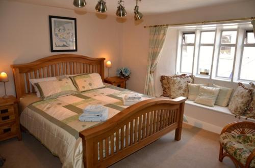 A bed or beds in a room at Cotswold Garden Tea Rooms