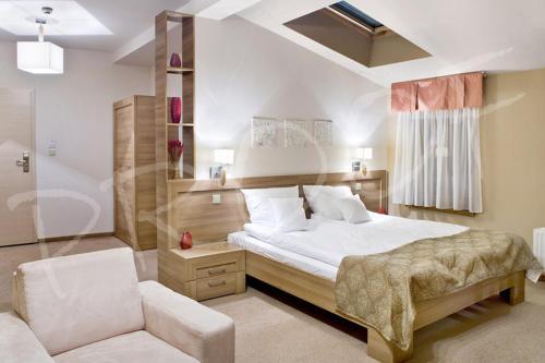 Łóżko lub łóżka w pokoju w obiekcie Hotel Stara Kamienica