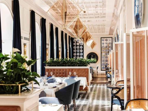 Restauracja lub miejsce do jedzenia w obiekcie Raffles Europejski Warsaw