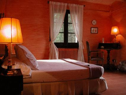 A bed or beds in a room at Masia Vista Hermosa