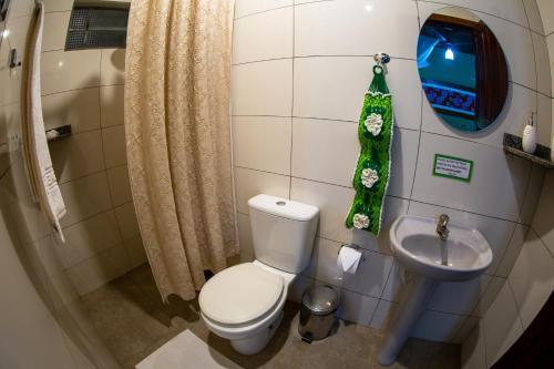 A bathroom at Hotel Fazenda Santa Tereza