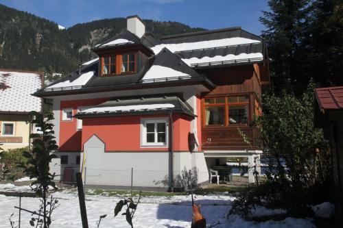 Villa Schnuck - das rote Ferienhaus a l'hivern