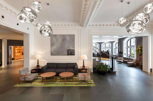 The lobby or reception area at Radisson Blu Edwardian Bloomsbury Street Hotel, London