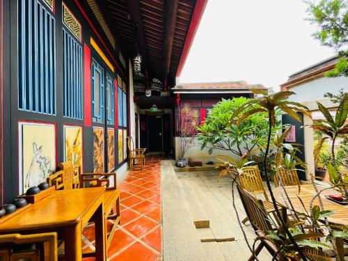 A restaurant or other place to eat at Grace Homestay 54