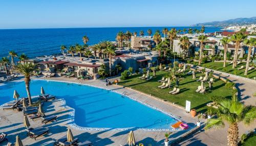 Вид на бассейн в Ikaros Beach, Luxury Resort & Spa или окрестностях