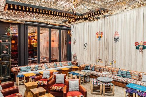 Um restaurante ou outro lugar para comer em 1K Paris