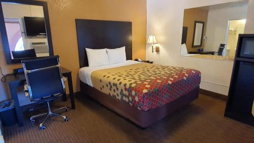 A bed or beds in a room at Rodeway Inn Flagstaff-Downtown