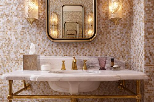 A bathroom at NoMad London