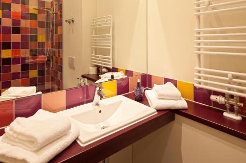 A bathroom at Explorer Hotel Berchtesgaden