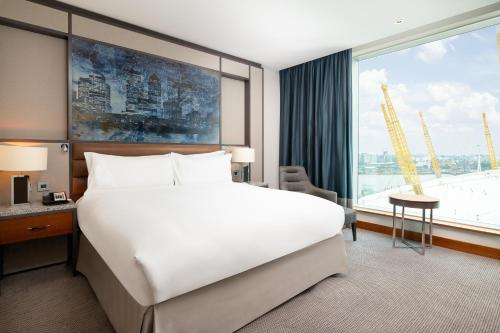 A bed or beds in a room at Intercontinental London - The O2, an IHG Hotel