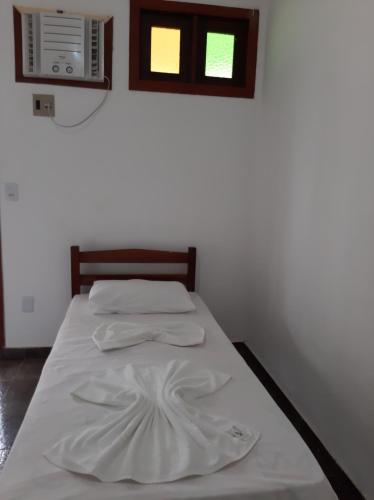 A bed or beds in a room at Pousada Hawai