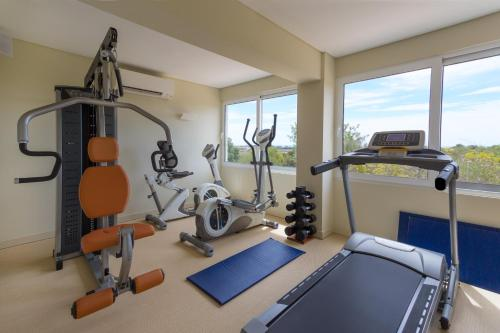 The fitness center and/or fitness facilities at OZADI Tavira Hotel