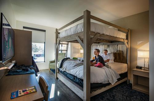A bunk bed or bunk beds in a room at Hotel Maverick